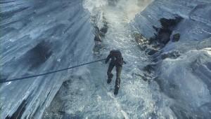 氷壁を登る